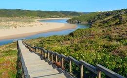 Vue Portugal d'été de rivière d'Aljezur Photographie stock libre de droits