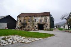 Vue Postojna, burjaka de village de Razdrto Slovénie de vent de région de Nanos Notranjska de bâti Photo stock