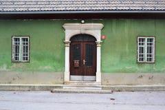 Vue Postojna, burjaka de village de Razdrto Slovénie de vent de région de Nanos Notranjska de bâti Photographie stock