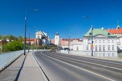 Vue pour la vieille ville de Varsovie de pont de Slasko-Dabrowski image libre de droits