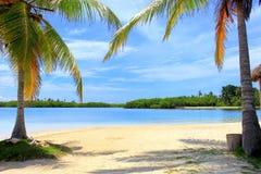 Vue principale de plage privée de loge d'île de Yandup, PA Photographie stock libre de droits