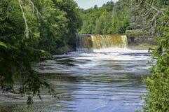 Vue profonde à la rivière images libres de droits