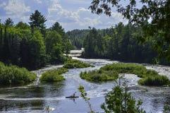 Vue profonde à la rivière photos stock