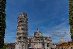 Vue quotidienne de stupéfaction au baptistère de Pise, à la cathédrale de Pise et à la tour de Pise image libre de droits