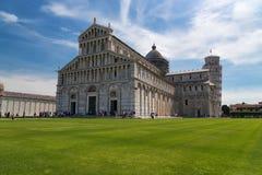 Vue quotidienne de stupéfaction au baptistère de Pise, à la cathédrale de Pise et à la tour de Pise images stock
