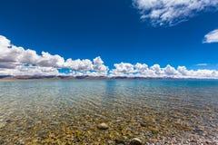 Vue renversante de lac Namtso Photo stock