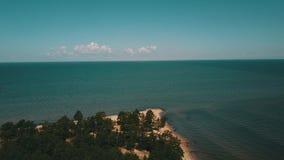 Vue a?rienne de cap Kolka, mer baltique, Lettonie banque de vidéos