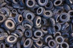 Vue a?rienne de d?charge de pneu Catastrophe environnementale photographie stock libre de droits