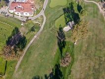 Vue a?rienne de terrain de golf vert en vall?e california LES Etats-Unis photos libres de droits