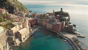 Vue a?rienne de Vernazza, la ville c?l?bre de Cinque Terre, Ligurie, Italie du nord banque de vidéos