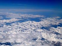 Vue a?rienne des Alpes italiens vus d'un avion photo stock