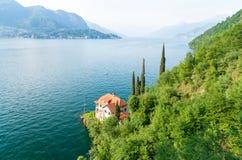Vue romantique sur le lac Como en Italie du nord Photos stock