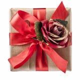 Vue rouge de Rose Bow Gift Box Top d'isolement photo libre de droits