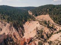 Vue scénique aérienne de grès rouge, orange et jaune stupéfiant Photographie stock