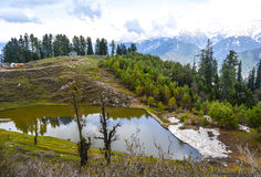 Vue scénique d'un étang de Siri Paye dans Kaghan Valley, Pakistan Image libre de droits