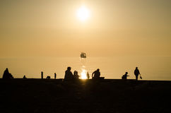 Vue scénique de beau coucher du soleil au-dessus de la mer photo stock