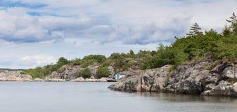 Vue scénique de côte suédoise Photographie stock