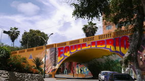 Vue scénique de fresque sous un tunnel jaune, Lima Image libre de droits