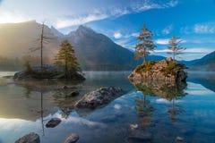 Vue scénique de lac Hintersee au matin d'automne image libre de droits