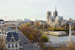Vue scénique de Notre-Dame de Paris avec des îles de St Louis et Cite image stock