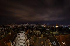 Vue scénique de nuit en haut dessus de centre de Brno de chrismas image libre de droits