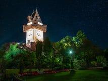 Vue scénique de nuit de Grazer célèbre Uhrturm - tour d'horloge, région de Graz, Styrie, Autriche image stock