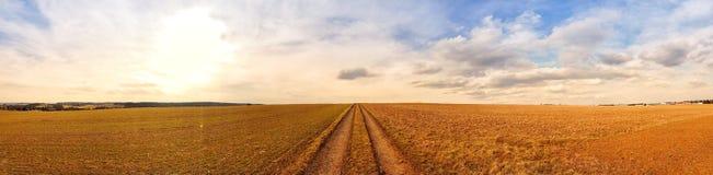 Vue scénique de panorama de paysage naturel sous un ciel nuageux photo stock