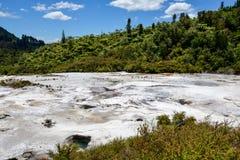 Vue scénique de paysage de parc géothermique d'Orakei Korako Image stock