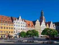 Vue scénique de place médiévale du marché de façades d'architecture à Wroclaw, Pologne image libre de droits