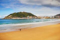 Vue scénique de plage de conque de La dans San Sebastian, Espagne images libres de droits