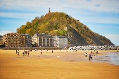 Vue scénique de plage de Zurriola dans San Sebastian, Espagne photos stock