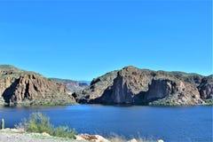 Vue scénique de réserve forestière de Tonto du MESA, Arizona vers le lac Arizona, Etats-Unis canyon photo stock