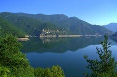 Vue scénique de réservoir de Vacha, Bulgarie Photographie stock