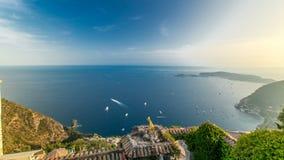 Vue scénique de timelapse du littoral méditerranéen de la ville du village d'Eze sur la Côte d'Azur banque de vidéos