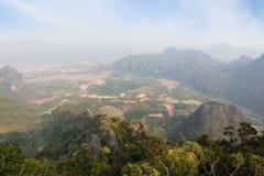 Vue scénique de Vang Vieng d'en haut Photo libre de droits