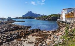 Vue scénique du port de bord de mer dans Svolvaer en été images stock