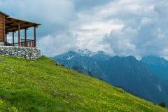 Vue scénique merveilleuse des crêtes de montagne Photo libre de droits