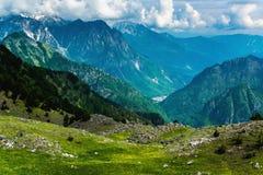Vue scénique merveilleuse des crêtes de montagne Photos libres de droits