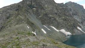 Vue sc?nique de turquoise de lac pittoresque Alla-Askyr Montagnes d'Altai banque de vidéos