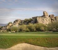 Vue scénique de montagne de désert de paysage de terrain de golf Photographie stock libre de droits