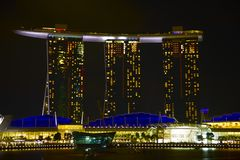 Vue Singapour de nuit de compartiment de marina Photos stock