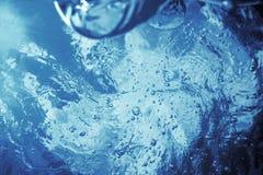 Vue sous-marine de la surface de l'eau fond sous-marin image libre de droits