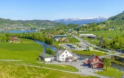 Vue splendide d'été avec la cascade populaire Steinsdalsfossen Photographie stock