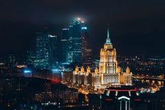 Vue supérieure à la ville de Moscou et à l'hôtel Ukraine de nouvel Arbat, Russie image stock