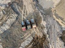 Vue supérieure aérienne de trois camions d'astuce image libre de droits