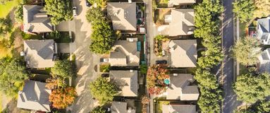 Vue supérieure aérienne panoramique de la subdivision suburbaine près de Dallas, T images stock