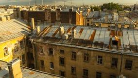 Vue supérieure au-dessus des toits du vieux centre de St Petersburg Photo libre de droits