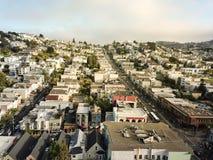 Vue supérieure Castro District sous l'été brumeux à San Francisco, Ca photographie stock