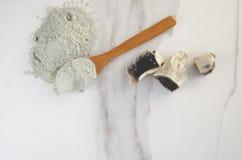 Vue supérieure d'argile sec, minirals préparés pour la procédure de soins de la peau photos stock