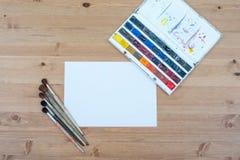 Vue supérieure d'artiste de lieu de travail Peinture, diffusion de brosses Photo stock